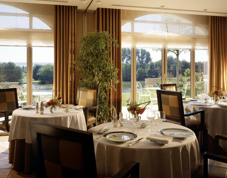 Restaurants joigny restaurant c te saint jacques rive for Piscine de joigny
